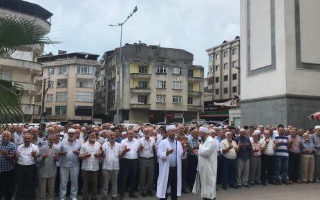 Mursi için Of'ta gıyabi cenaze namazı