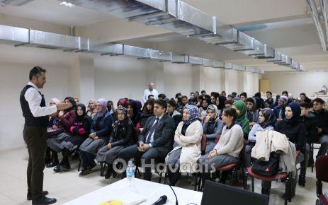 """Of Anadolu Lisesi'nde """"Etkili İletişim ve Beden Dili"""" semineri"""