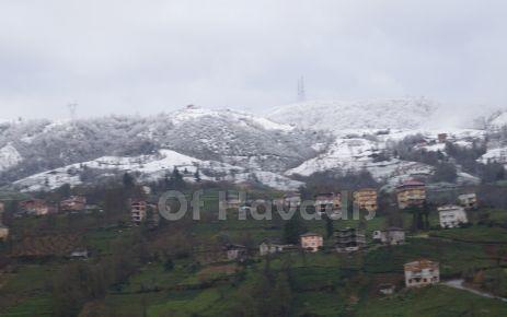 Of'ta hava soğudu, köyler karla tanıştı