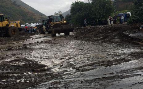 Sağanak yağış Trabzon'da etkili oldu