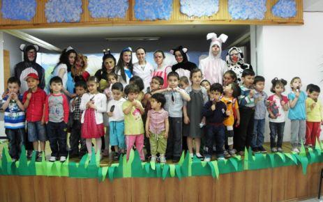ŞAT'lı öğrencilerden miniklere tiyatro