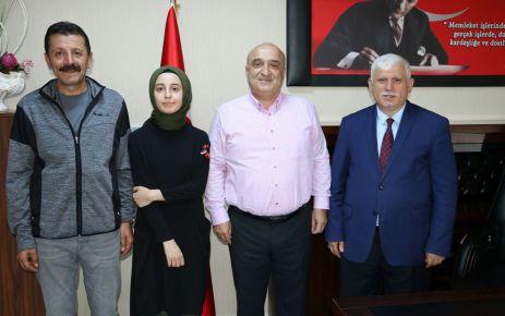 Tıp Fakültesini kazanan Ebru Atagün'e altın ödülü