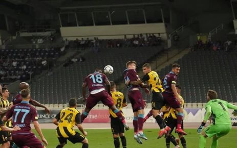 Trabzonspor AEK'yı Yunanistan'da 3-1 yendi