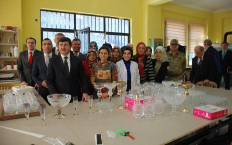 Vali Öz'den Cam Sanatı Merkezi'ne ziyaret