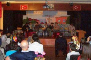 Anadolu Lisesi'nden skeç ve tiyatro şenliği