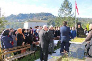 Öğrenciler Şehit Necmi Çakır'ı kabri başında andı