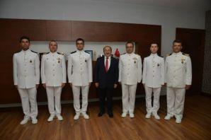 Gümrükçüoğlu, Deniz Harp Okulu kafilesini kabul et