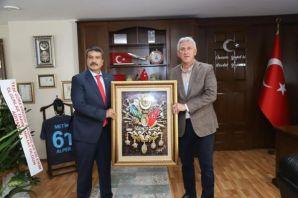 Başkan Sarıalioğlu'ndan Müdür Alper'e hayırlı olsu