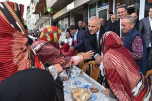 Büyükşehirin iftar sofrası bu kez Hayrat'ta kuruld