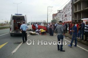 Of'ta araç takla attı; 2 yaralı