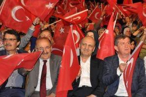 Bakan Bayraktar Darbe Nöbetinde Trabzonla buluştu