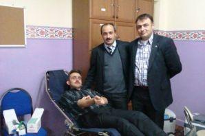 Gülderenli veli ve öğretmenler kan bağışında bulun