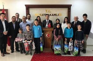 Kaymakam Fırat'tan Akıl Oyunları şampiyonlarına ödül