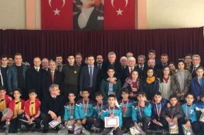 Okul kış sporlarında şampiyonlar ödüllendirildi