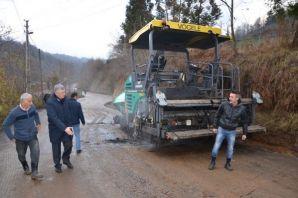 Sıraağaç'ta asfaltlama çalışması yapıldı