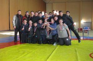 Ulusoy Lisesi Spor'da başarıya doymuyor