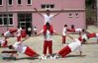 19 Mayıs kutlaması Dernekpazarı'nda eski usul...