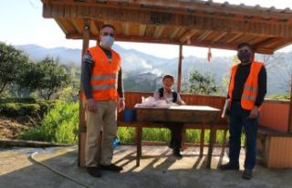Vefa Sosyal Destek ekipleri kapı kapı yardım dağıtıyor