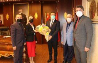 Öğretmenlerden Kaymakam Çiçek ve Başkan Sarıalioğlu'na...