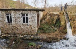 Tarihi Aşağı Kışlacık Kavak Değirmeni suya...