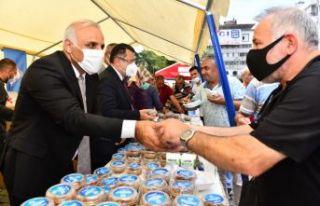 Başkan Zorluoğlu'ndan hemşehrilerine aşure ikramı