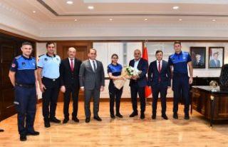 Başkan Zorluoğlu zabıta personeliyle bir araya...