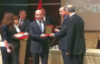 Başkan Terzioğlu ilk plaketini Başbakan Erdoğan'dan...