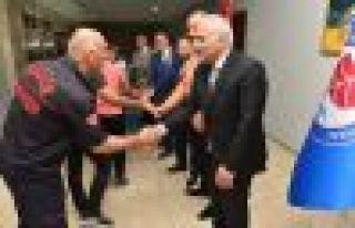 Başkan Zorluoğlu belediye personeliyle bayramlaştı...