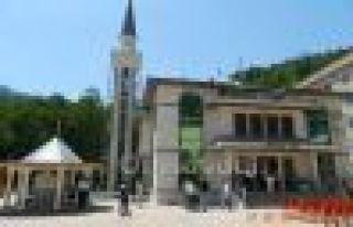 Çaykara Hurmalık Camii ibadete açıldı