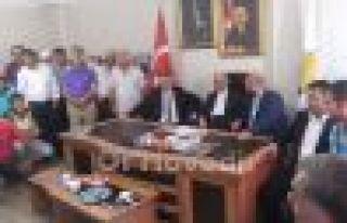 Erdoğan Bayraktar Oflularla bayramlaştı
