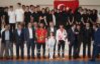 Gençlik ve Spor Bayramı Of'ta 2 Şampiyonla kutlandı...