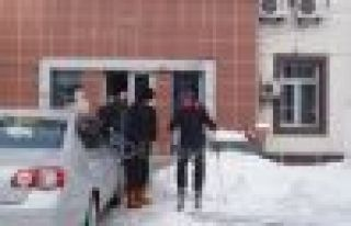 İcra Müdürü Akpınar'ın Okul Caddesinde kayak...