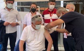Of'ta kurulan aşı çadırına vatandaşlardan yoğun ilgi