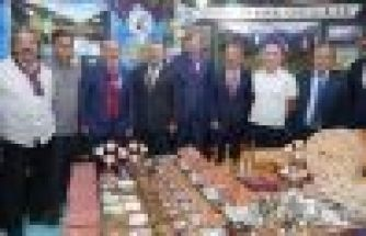 Başkan Gümrükçüoğlu hem misafir oldu hem misafir etti