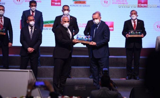 Cumhurbaşkanı Erdoğan'dan Zorluoğlu'na proje ödül